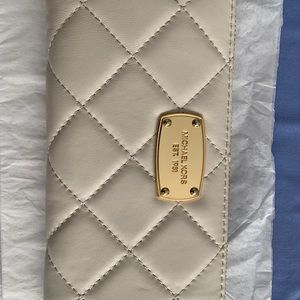 Michael Kors Bags - 💰💰Calf leather white wallet